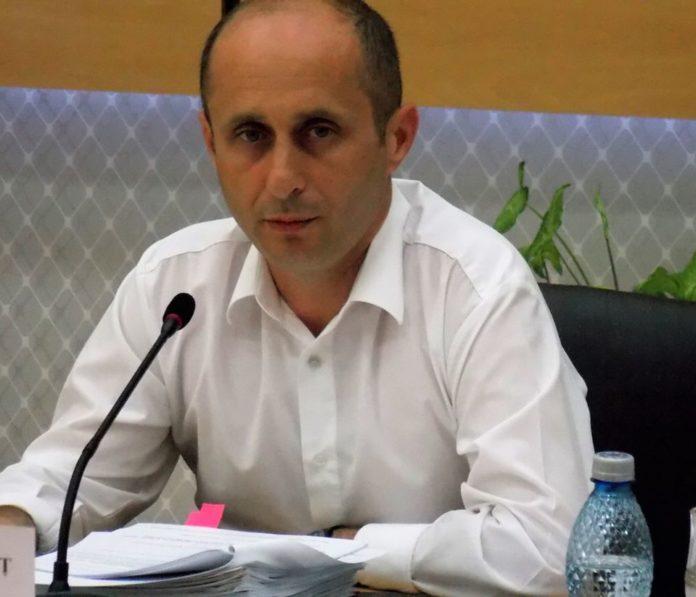 Adrian GÂDEA, presedinte PSD Teleorman: PNL amână dublarea alocațiilor votată de PSD, deși ar avea soluții să le plătească majorate chiar din ianuarie.